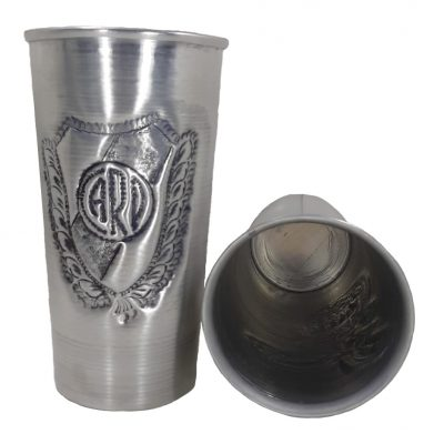 Vaso de aluminio cincelado con figura del River plate