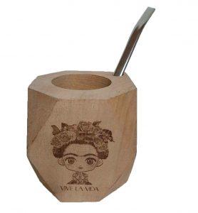 Mate de madera con grabado a láser de Frida Kahlo