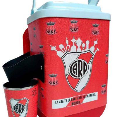 Set de terere con diseño de River Plate